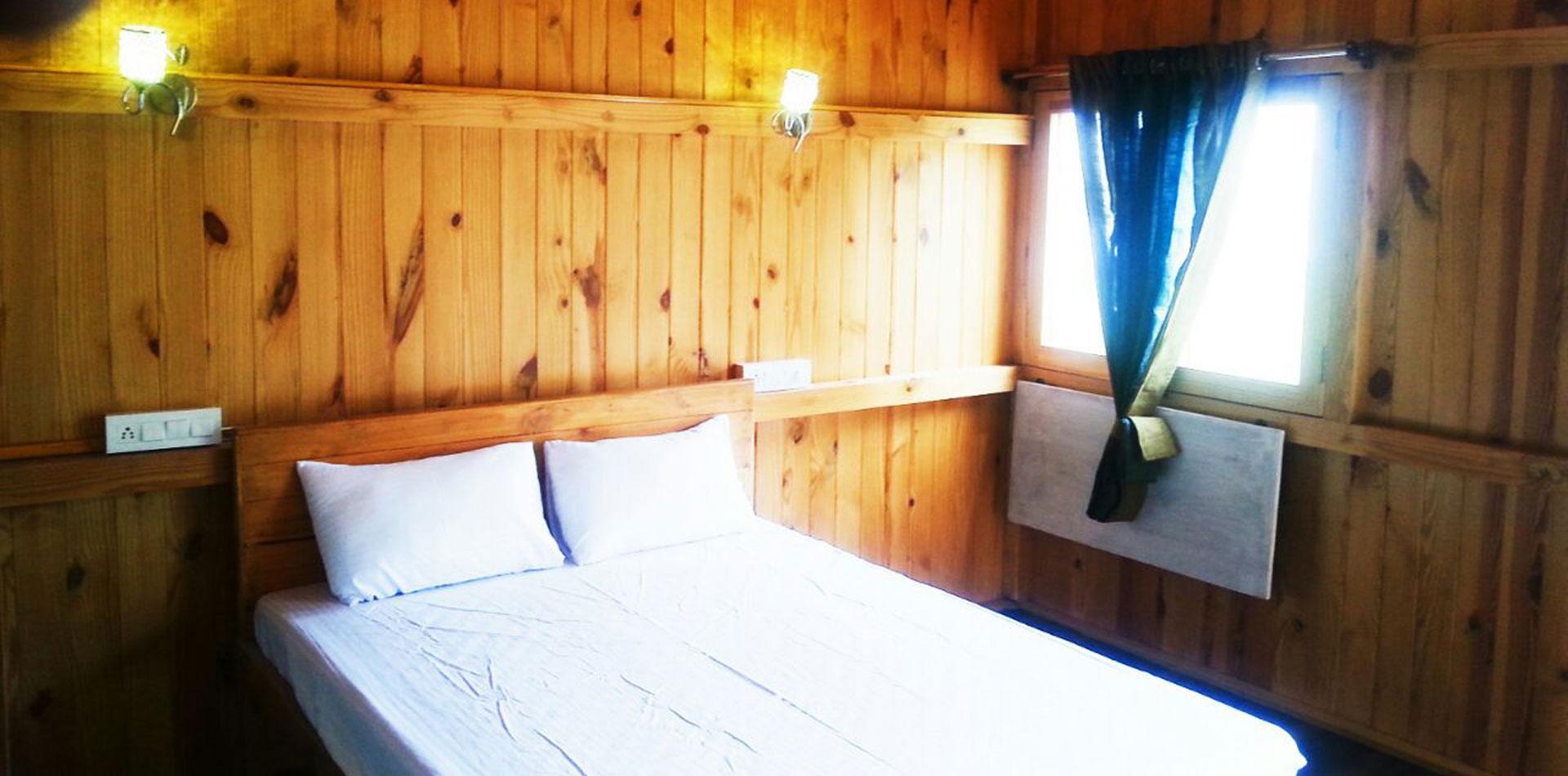 Inside-Hut-3